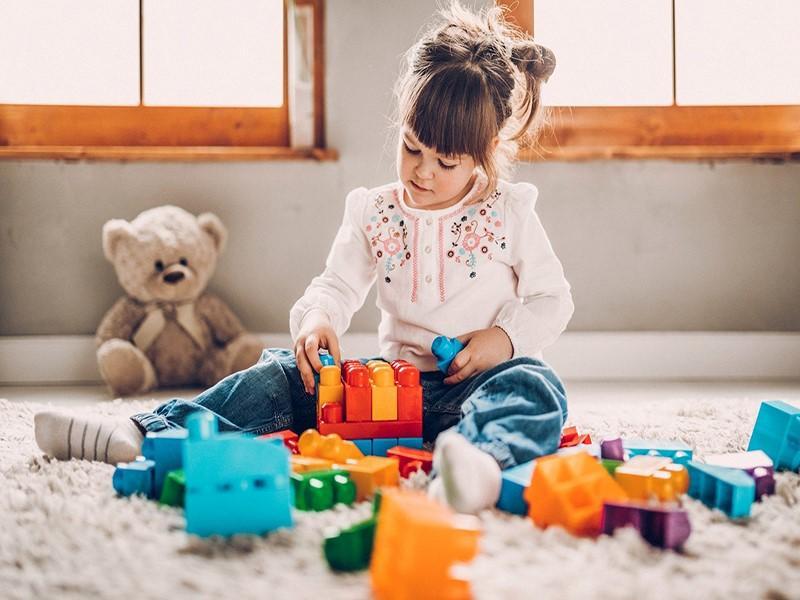 Coronavírus: como higienizar os brinquedos das crianças?