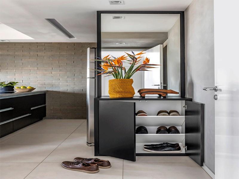 Tire os sapatos ao entrar: entenda tudo sobre o hábito e como colocá-lo em prática na sua casa