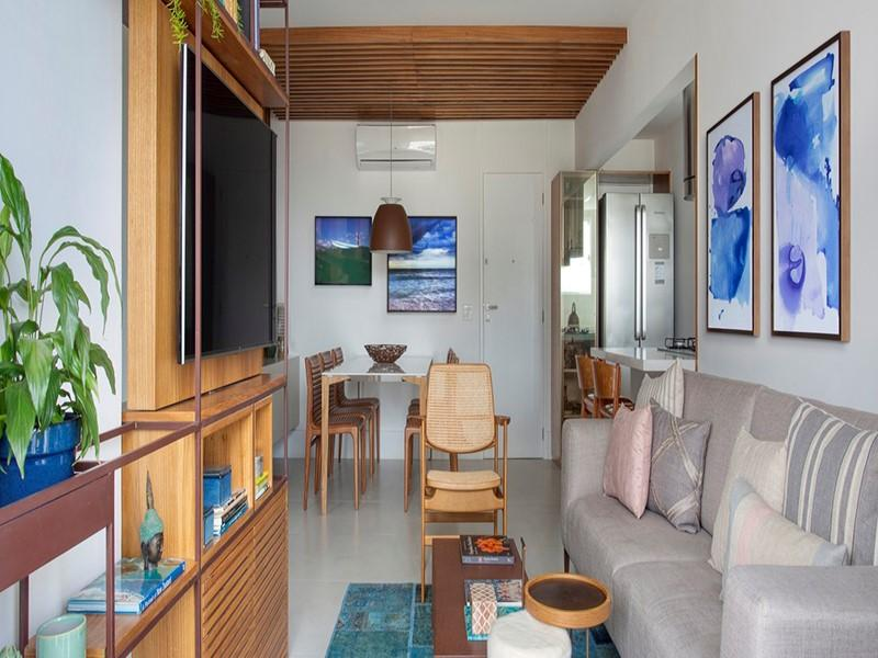 Serralheria, madeira e paleta neutra dão tom ao apê de 90 m²